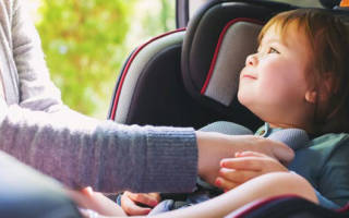Как разрешено перевозить детей в автомобиле?